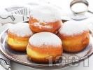 Рецепта Понички с пудра захар и сладко от вишни
